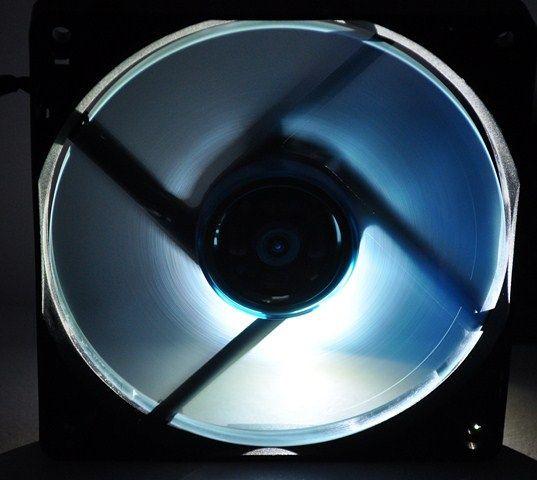 Review Gelid Slim 12 UV Blue 18