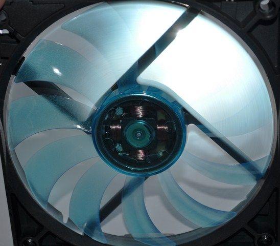 Review Gelid Slim 12 UV Blue 17