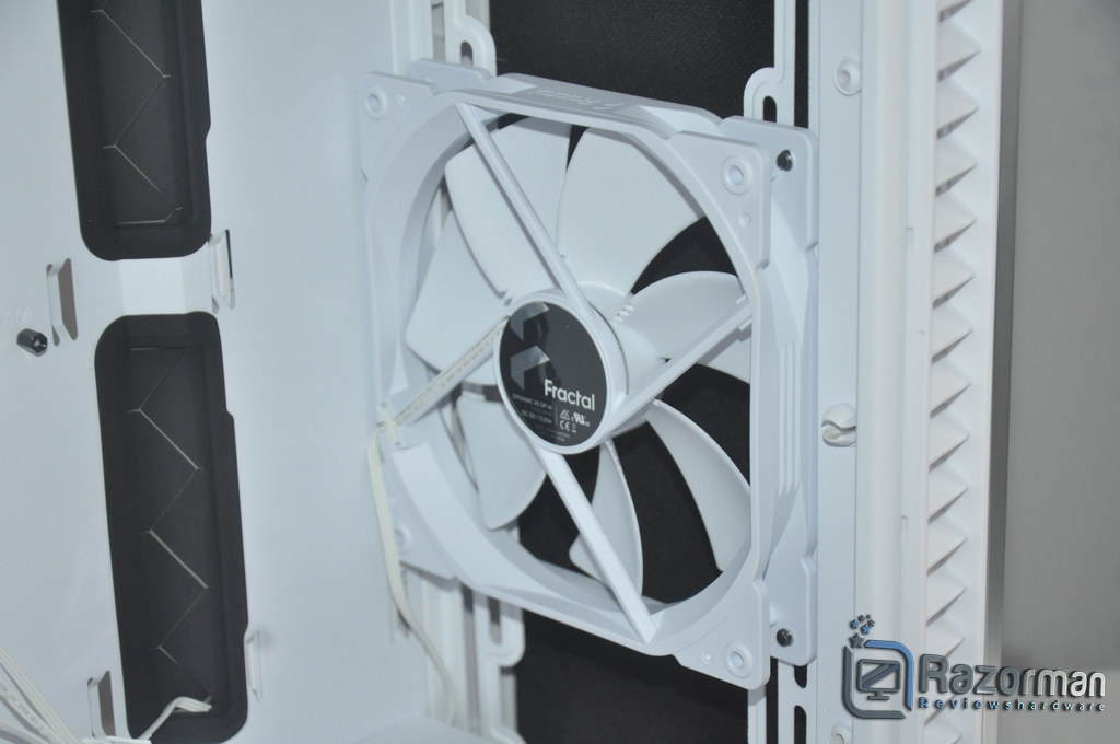 Review Fractal Define 7 Compact Light Tempered Glass 24